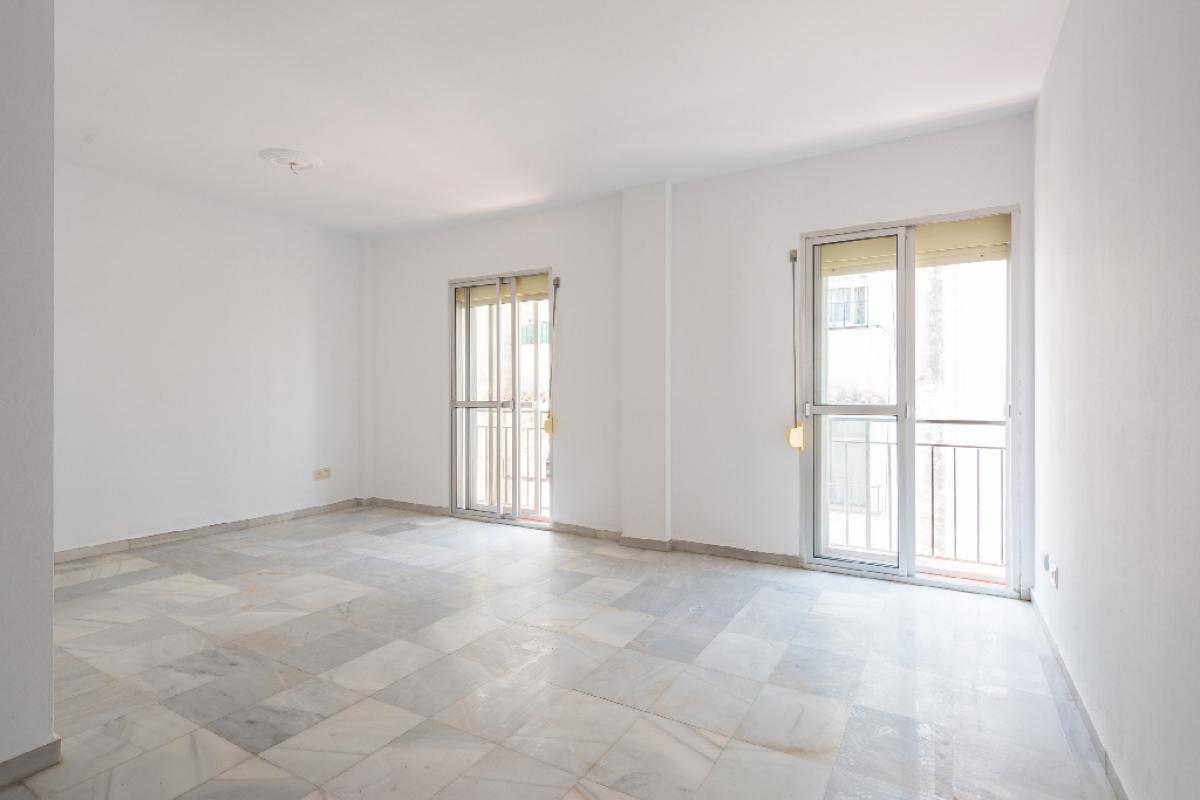 Piso en venta en Guadalmina, Marbella, Málaga, Calle Sevilla, 242.000 €, 3 habitaciones, 2 baños, 146 m2