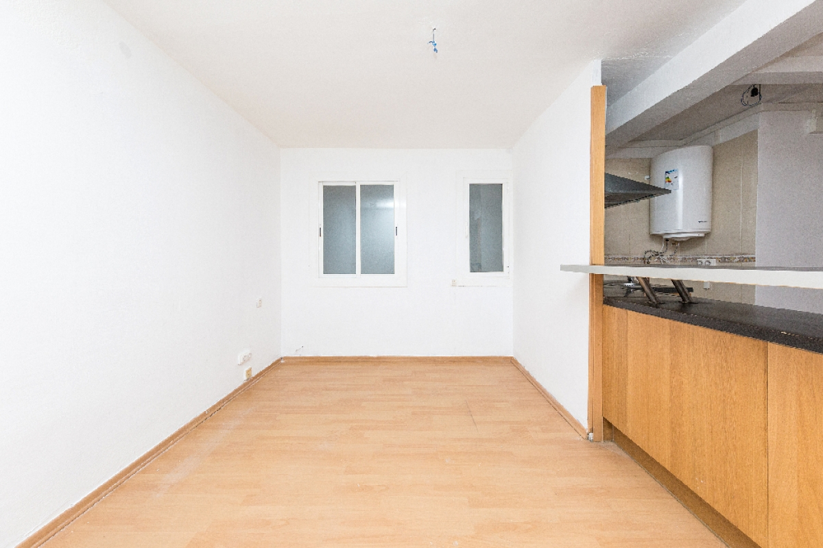 Local en venta en Barcelona, Barcelona, Calle Alexandre de Torrelles, 134.000 €, 66 m2