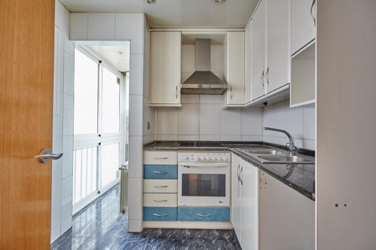 Piso en venta en Barcelona, Barcelona, Calle Antonio Machado, 214.000 €, 3 habitaciones, 1 baño, 90 m2