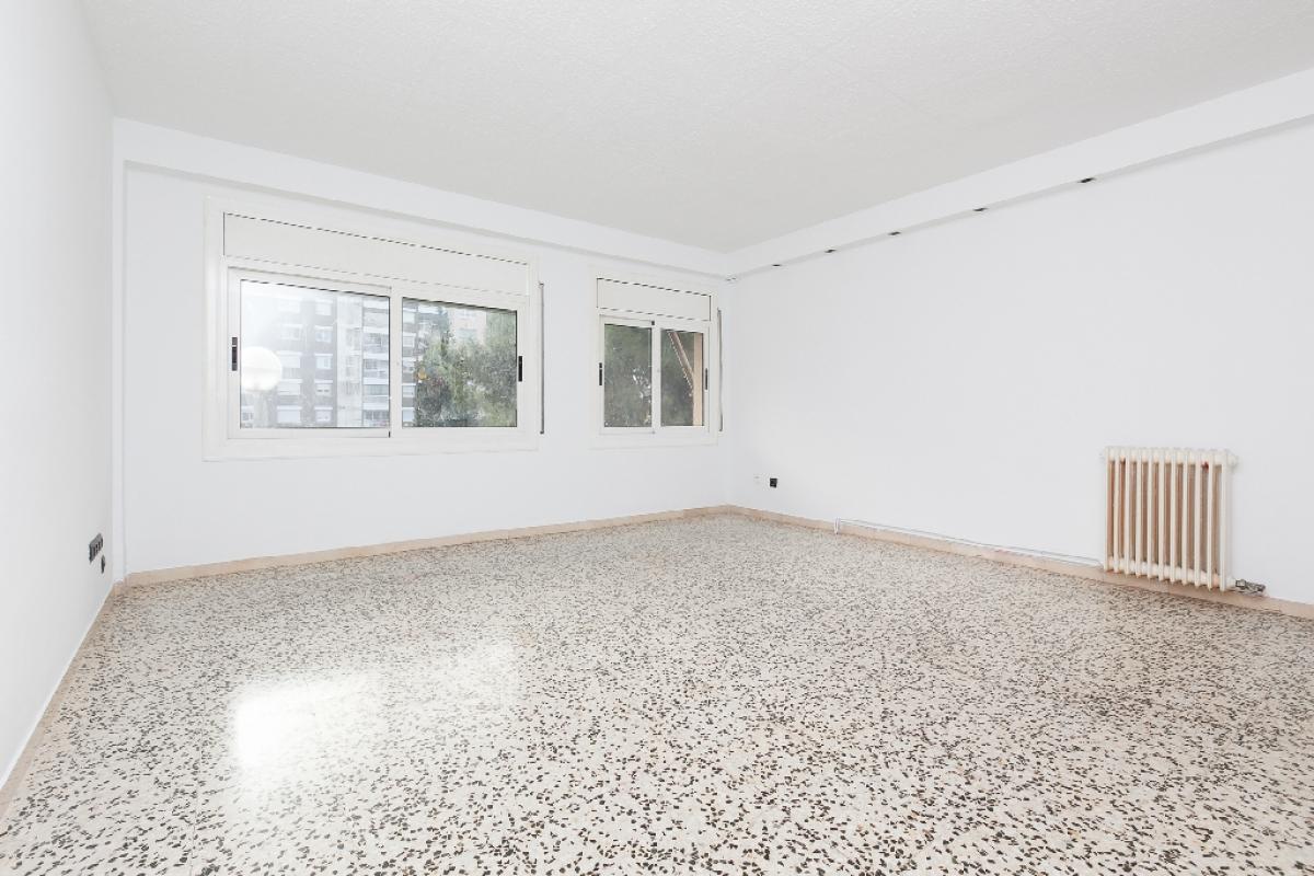 Piso en venta en Terrassa, Barcelona, Avenida Abat Marcet, 147.500 €, 2 habitaciones, 1 baño, 118 m2