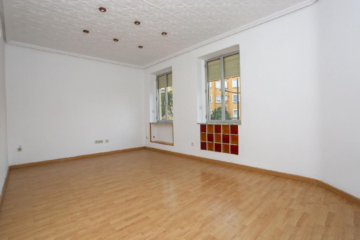 Piso en venta en Valencia, Valencia, Avenida Dr Peset Aleixandre, 111.000 €, 2 habitaciones, 1 baño, 82 m2