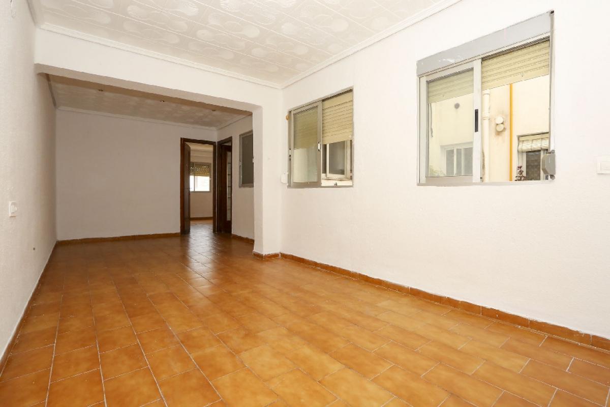 Piso en venta en Valencia, Valencia, Calle Conchita Piquer, 89.000 €, 2 habitaciones, 1 baño, 80 m2