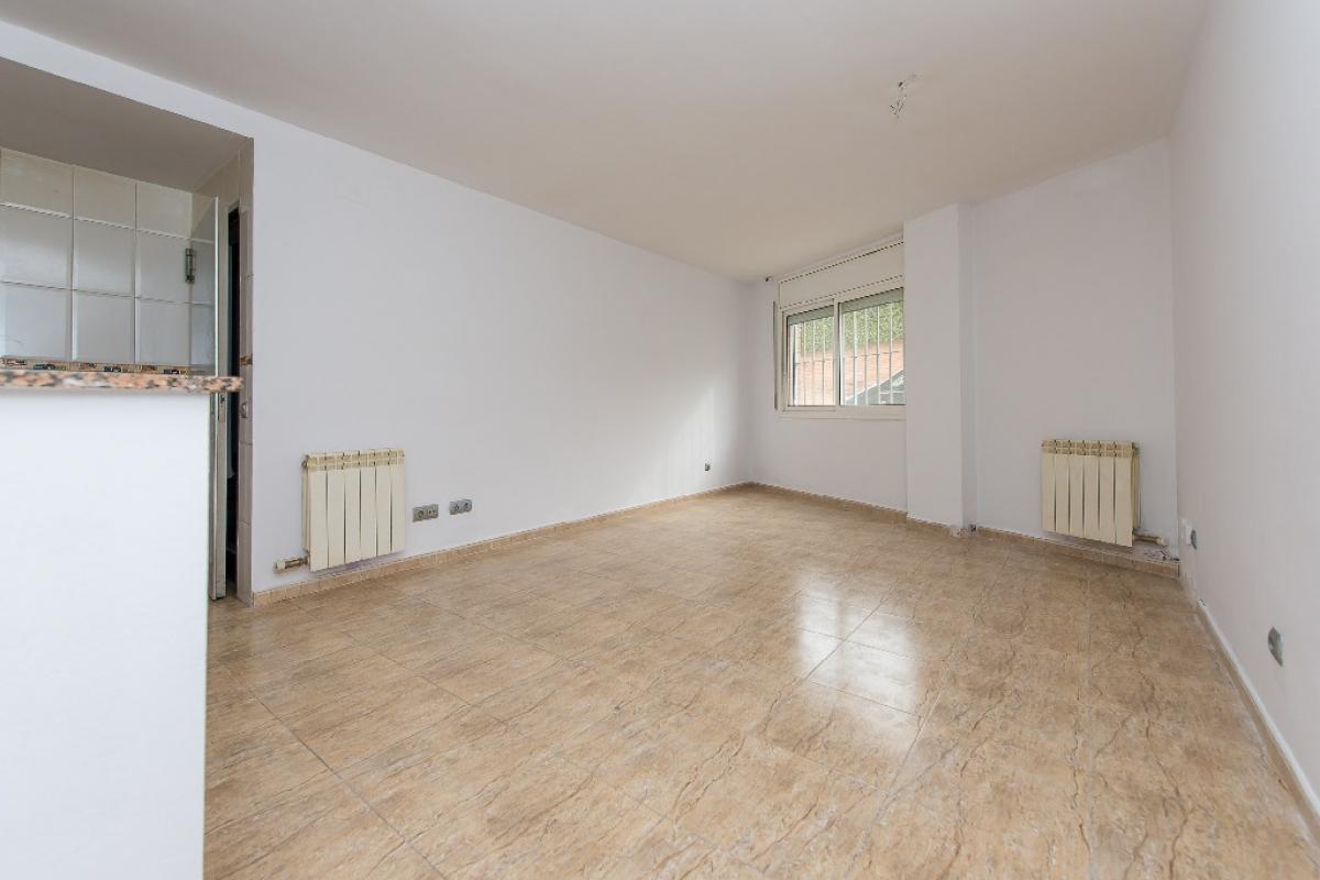 Piso en venta en Les Franqueses del Vallès, Barcelona, Calle Ferreret, 141.000 €, 2 habitaciones, 2 baños, 88 m2