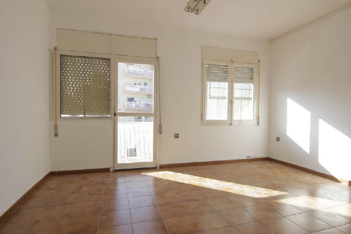 Piso en venta en Sabadell, Barcelona, Calle Gran Canaria De, 104.500 €, 3 habitaciones, 1 baño, 117 m2