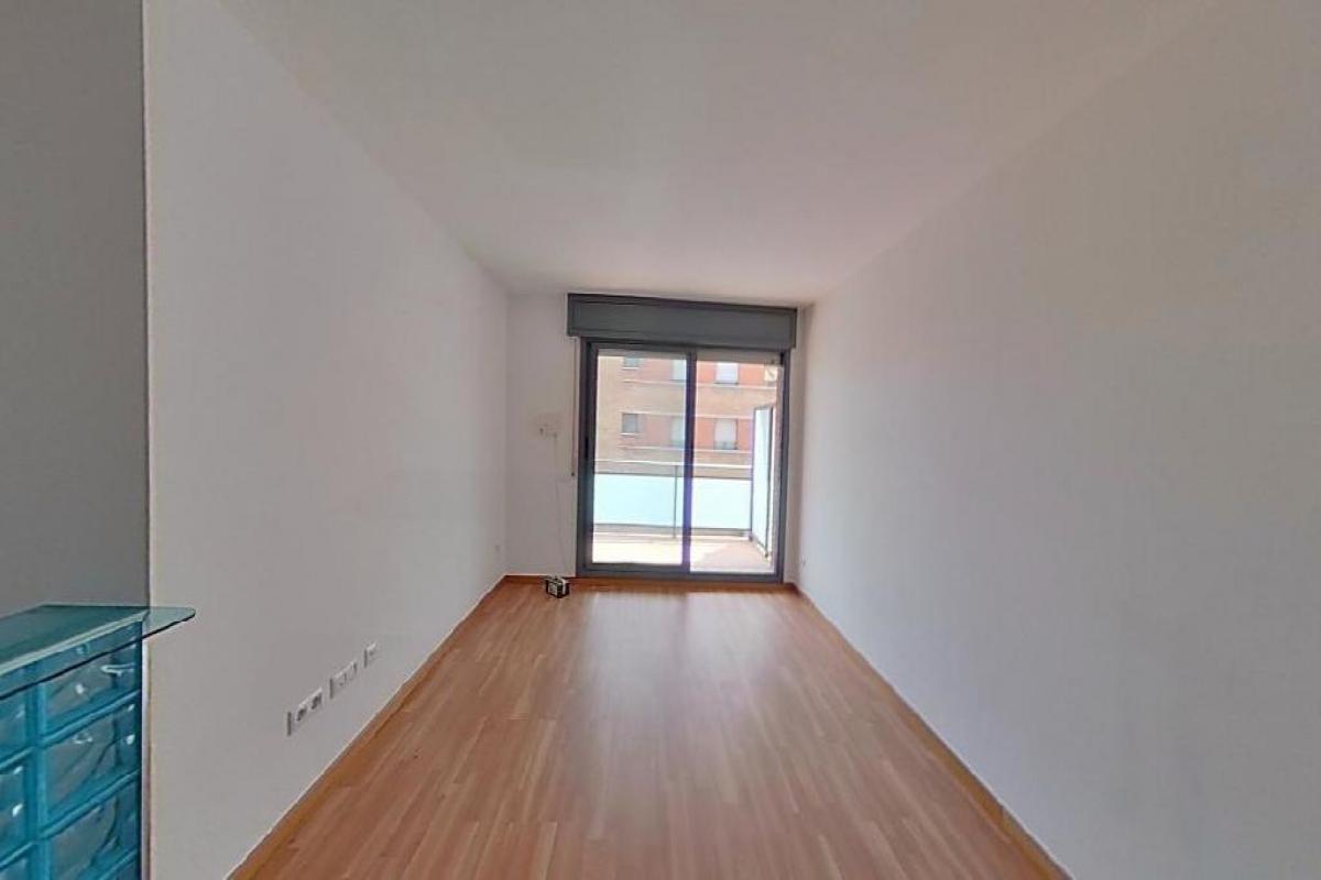 Piso en venta en Sant Vicenç Dels Horts, Barcelona, Plaza Joan Prats I Escala, 276.000 €, 4 habitaciones, 2 baños, 132 m2
