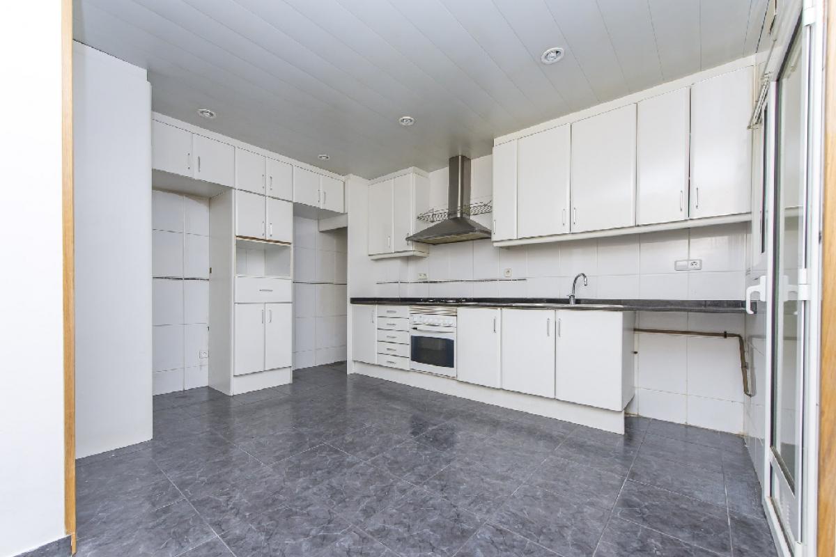 Piso en venta en Sant Boi de Llobregat, Barcelona, Calle Josep Marieges, 250.000 €, 3 habitaciones, 2 baños, 110 m2