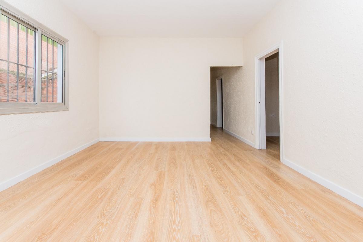 Piso en venta en Sant Vicenç Dels Horts, Barcelona, Pasaje Paseo Alacant, 182.500 €, 5 habitaciones, 1 baño, 101 m2