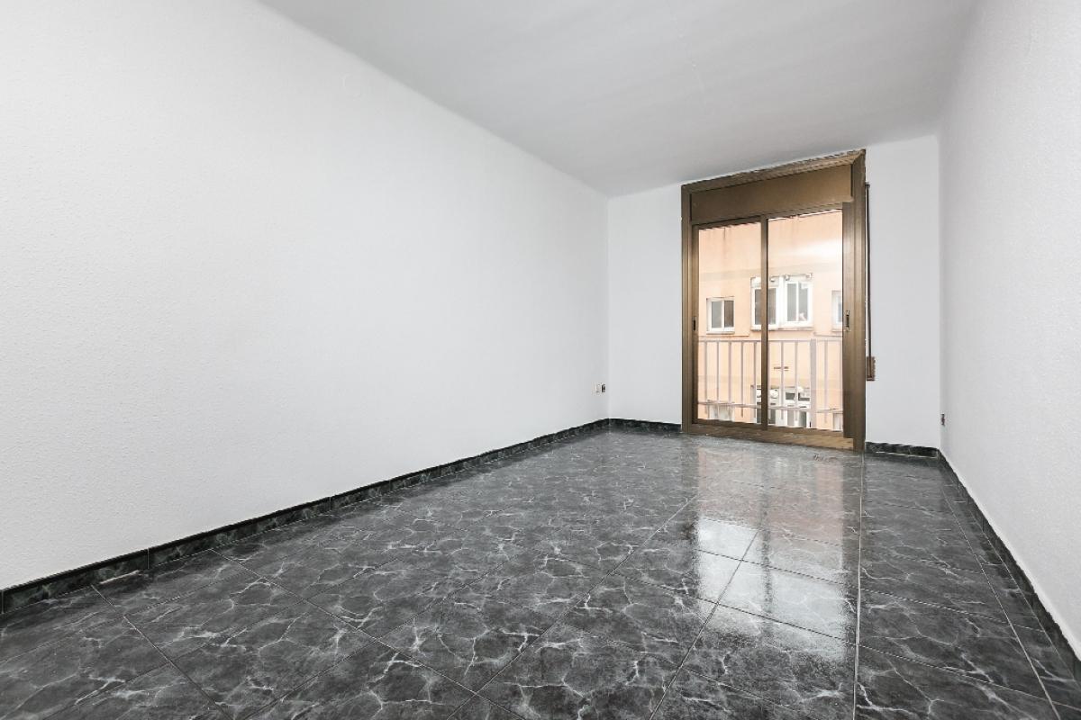 Piso en venta en Cerdanyola del Vallès, Barcelona, Calle Pintor Togores, 220.500 €, 3 habitaciones, 1 baño, 89 m2