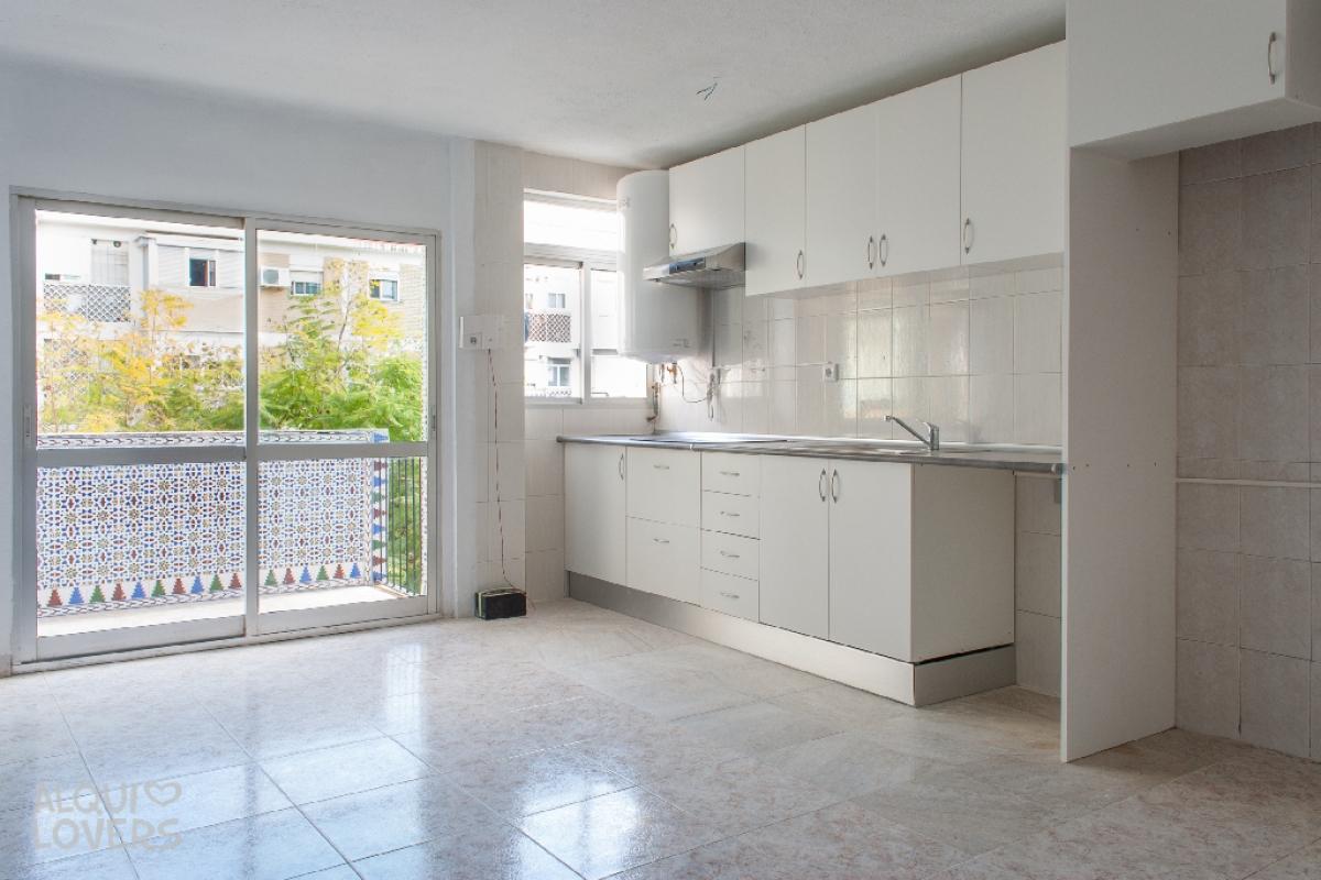 Piso en venta en Sevilla, Sevilla, Plaza Vicente Pastor, 83.500 €, 3 habitaciones, 1 baño, 65 m2