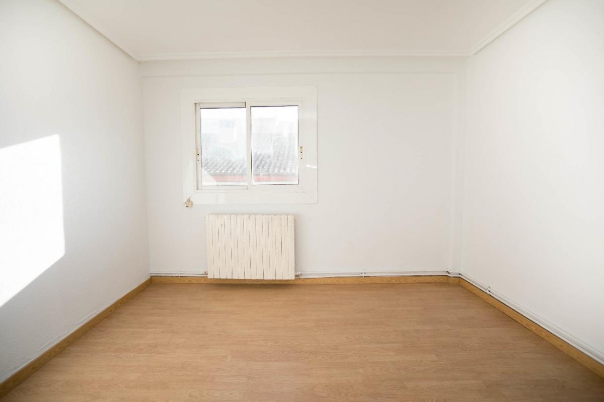 Piso en venta en Oliver, Zaragoza, Zaragoza, Calle Eva Duarte, 64.500 €, 3 habitaciones, 1 baño, 76 m2