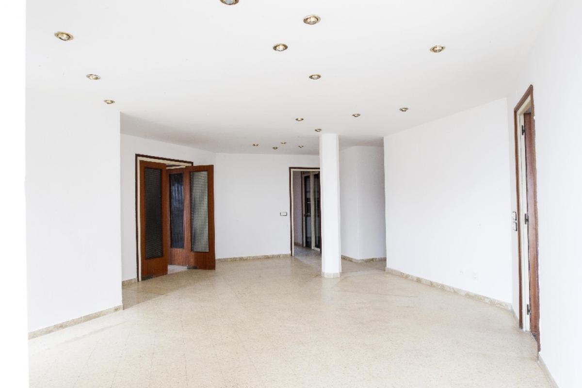 Piso en venta en Reus, Tarragona, Calle Avenida Barcelona, 98.500 €, 5 habitaciones, 3 baños, 167 m2