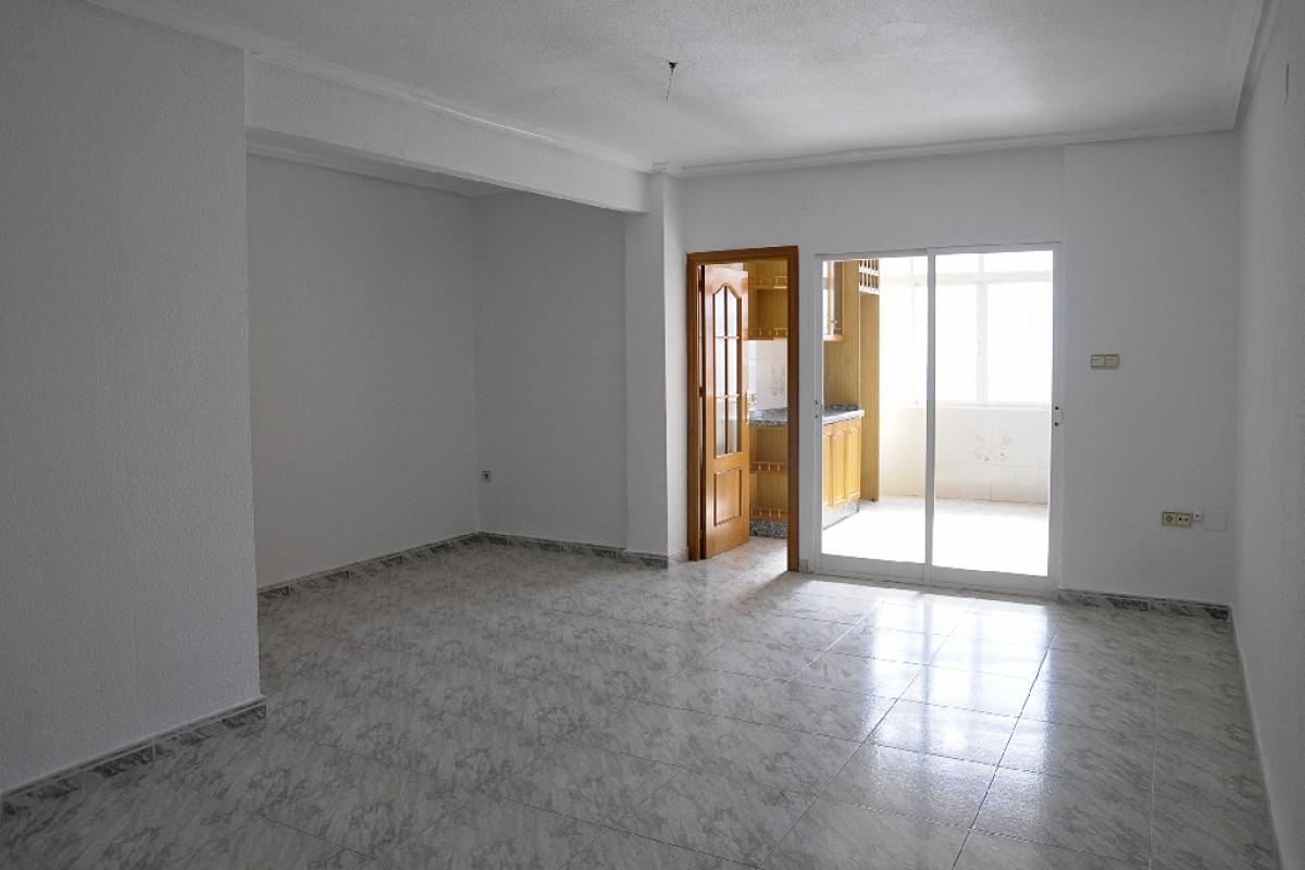 Piso en venta en Crevillent, Alicante, Calle Pensionista, 50.500 €, 3 habitaciones, 1 baño, 102 m2