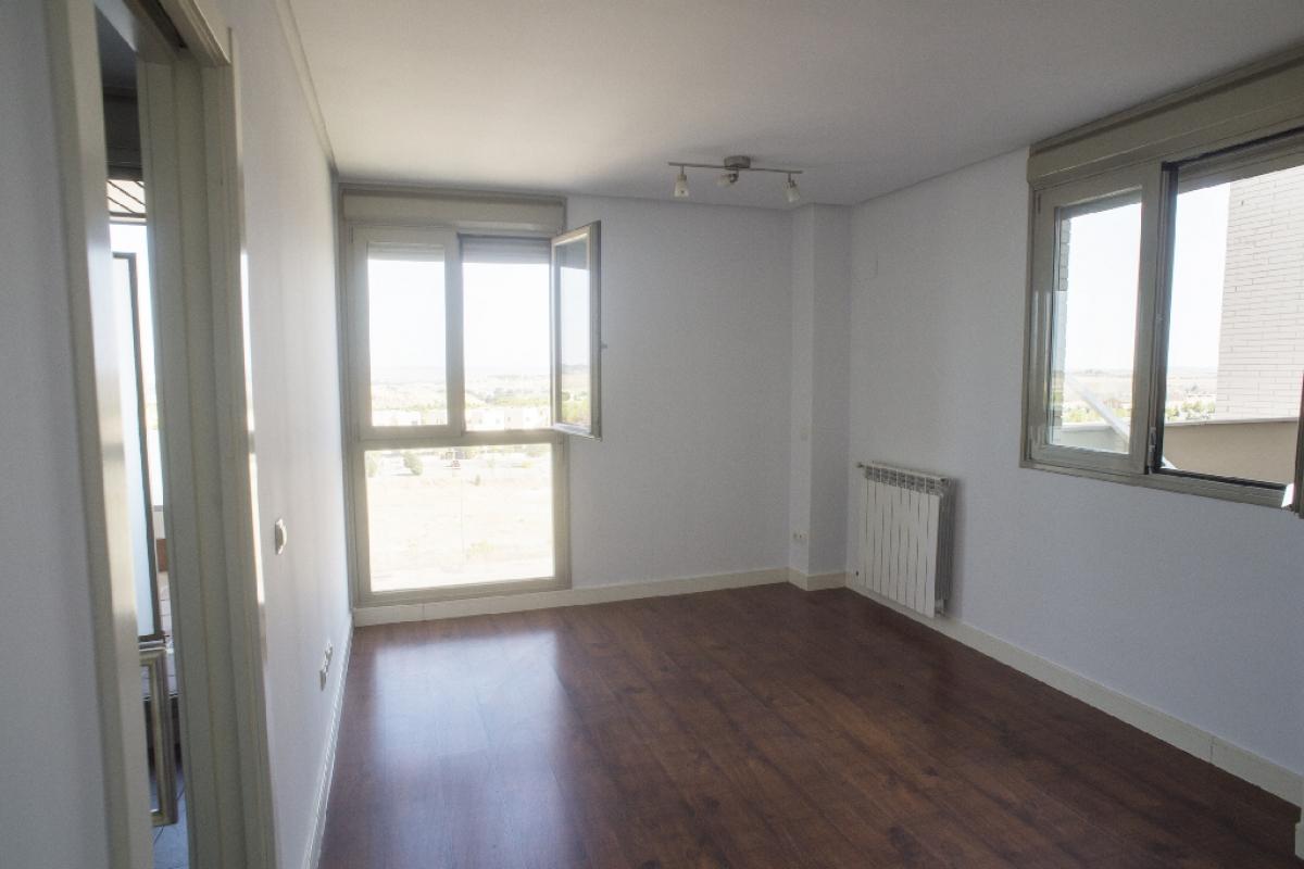Piso en venta en Madrid, Madrid, Calle Cerro Milano, 235.500 €, 2 habitaciones, 2 baños, 76 m2