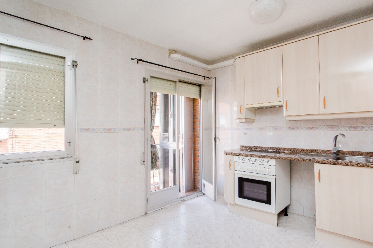 Piso en venta en Madrid, Madrid, Calle Sierra Vieja, 114.000 €, 1 habitación, 1 baño, 51 m2