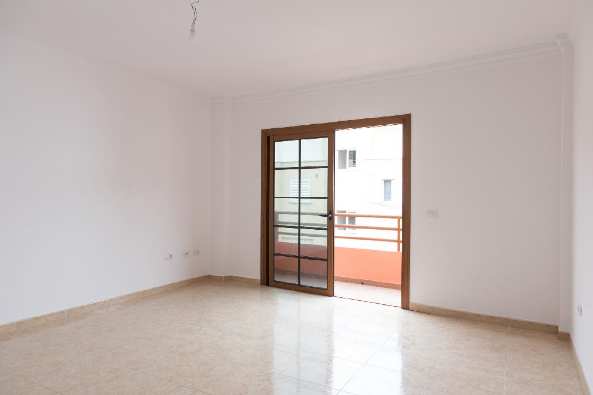 Piso en venta en Las Palmas de Gran Canaria, Las Palmas, Calle Llanito de la Nieves, 91.500 €, 3 habitaciones, 2 baños, 89 m2
