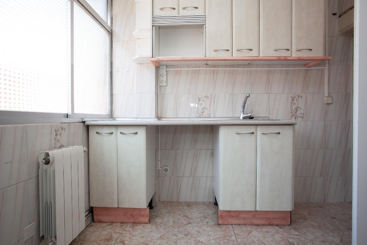 Piso en venta en Getafe, Madrid, Calle Hortensia, 110.500 €, 5 habitaciones, 1 baño, 58 m2