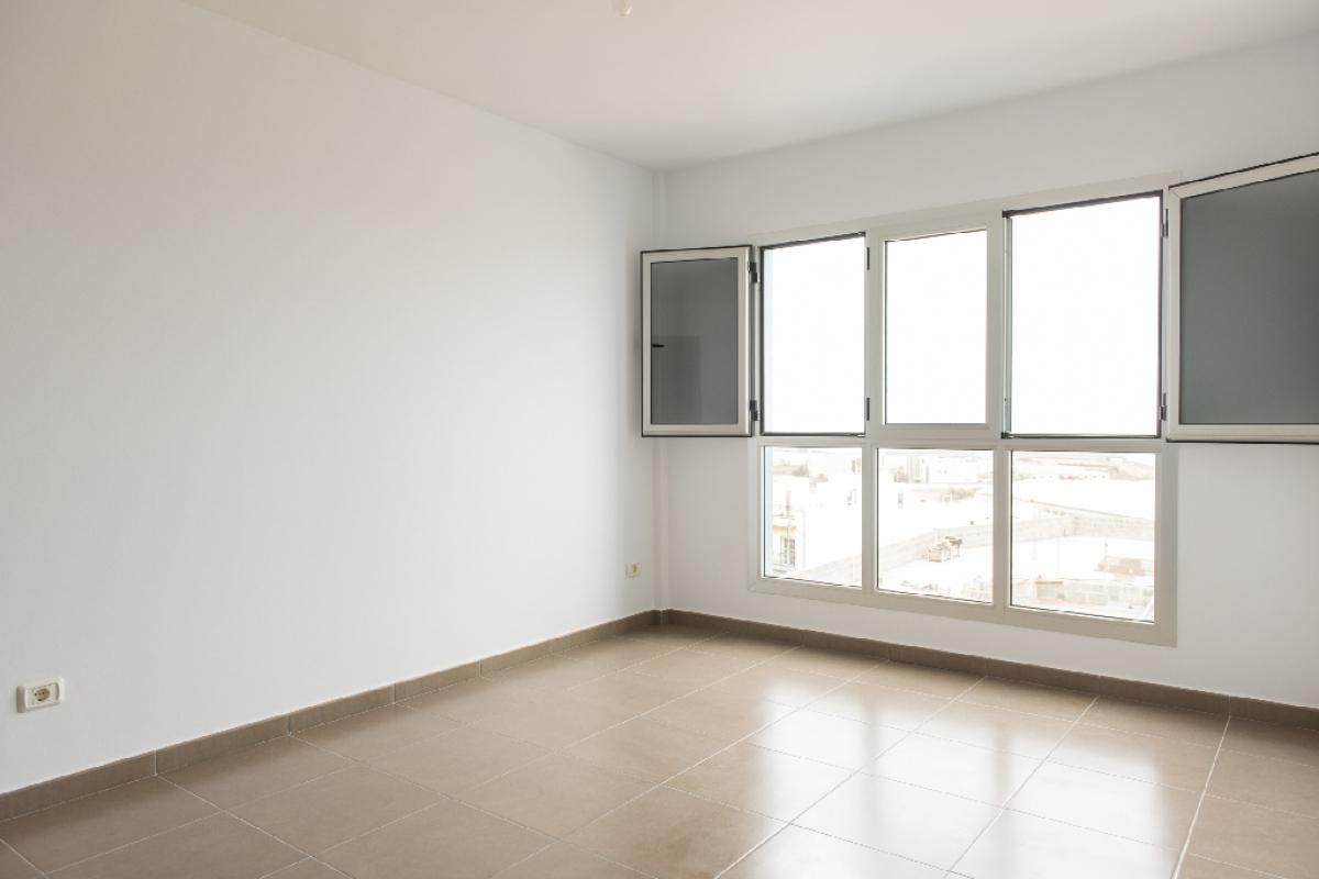 Piso en venta en Gáldar, Las Palmas, Calle General Serrano, 100.000 €, 3 habitaciones, 2 baños, 92 m2
