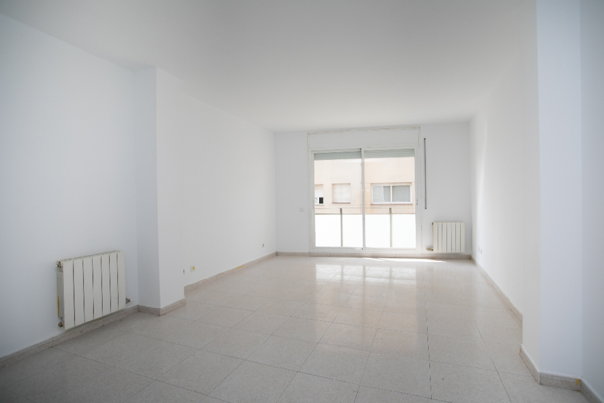 Piso en venta en Vilatenim, Figueres, Girona, Calle Creu de la Ma, 115.000 €, 1 habitación, 1 baño, 73 m2