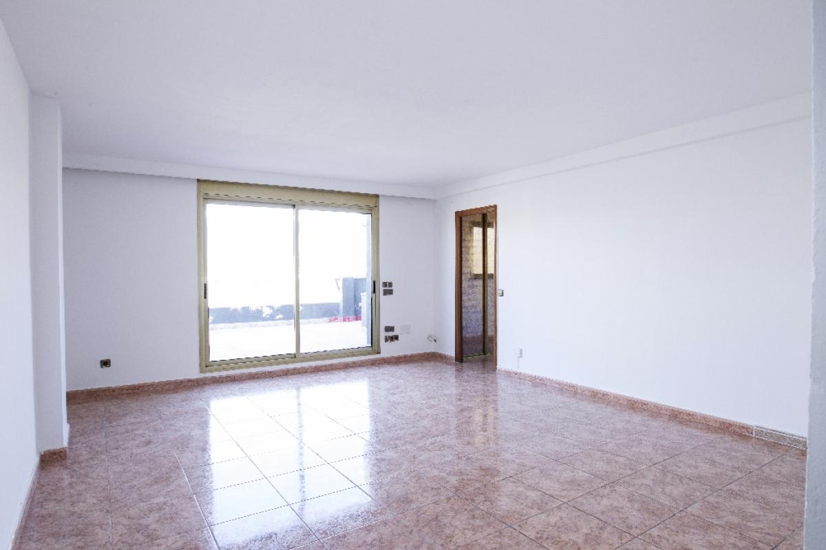 Piso en venta en El Carme, Reus, Tarragona, Avenida Dels Països Catalans, 129.500 €, 4 habitaciones, 1 baño, 95 m2