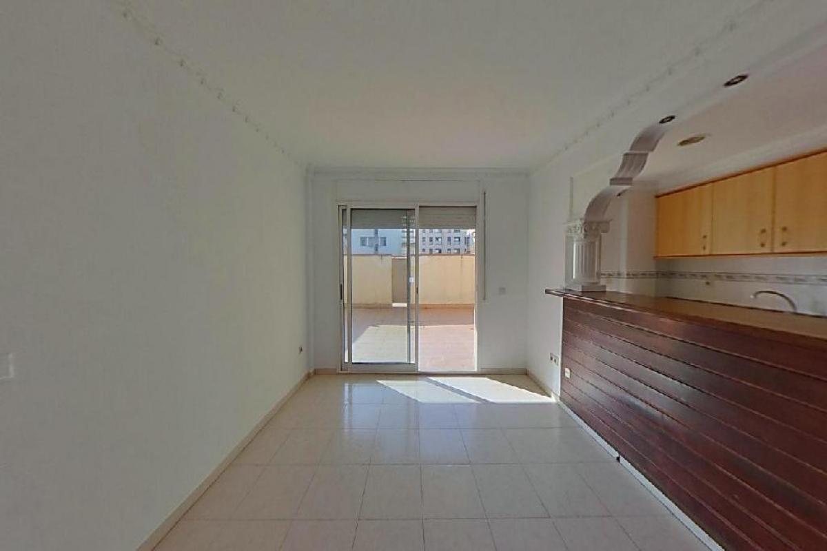 Piso en venta en Zabalburu, Girona, Girona, Calle Bilbao, 194.500 €, 3 habitaciones, 2 baños, 137 m2