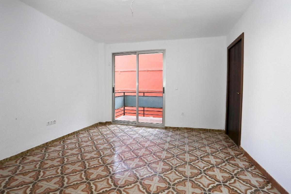 Piso en venta en Camins Al Grau, Valencia, Valencia, Calle Pintor Maella, 163.000 €, 4 habitaciones, 1 baño, 79 m2