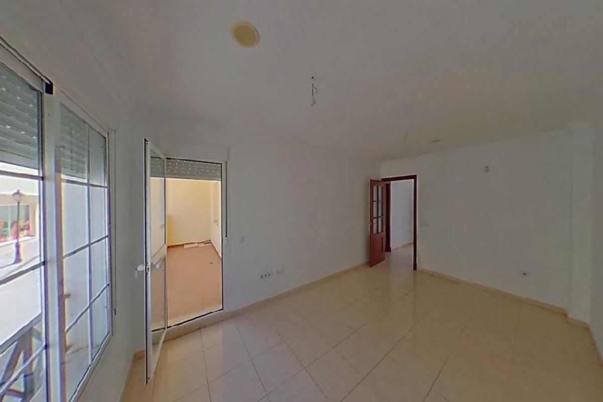 Piso en venta en Bockum, Benalup-casas Viejas, Cádiz, Calle Conil, 48.000 €, 3 habitaciones, 91 m2