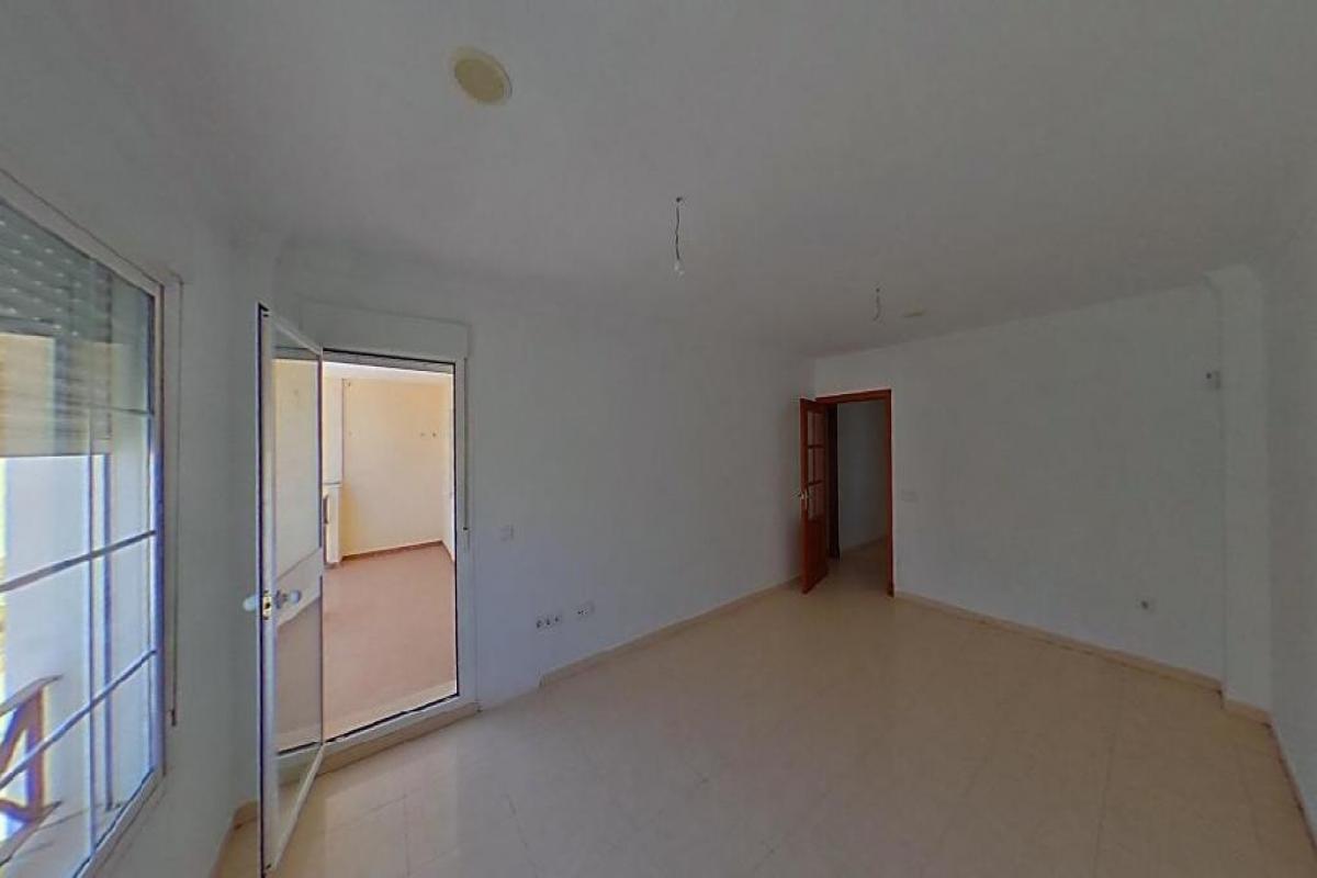 Piso en venta en Bockum, Benalup-casas Viejas, Cádiz, Calle Conil, 51.000 €, 3 habitaciones, 91 m2