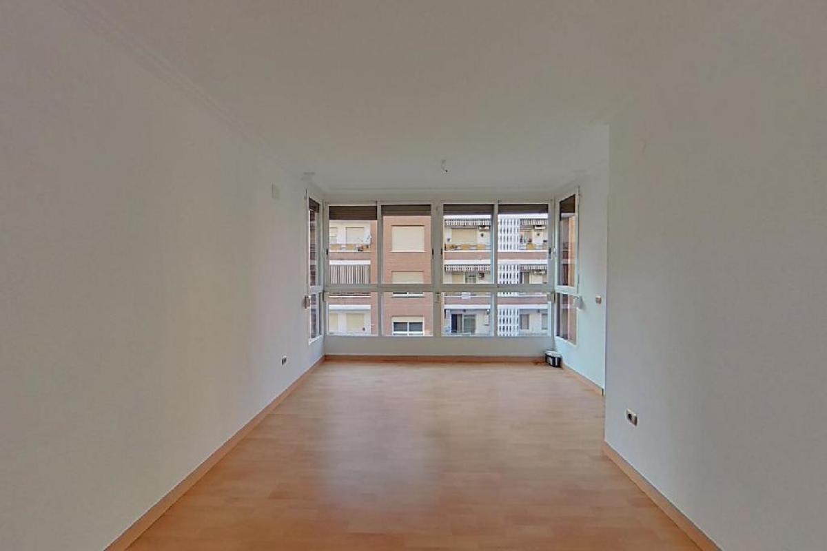 Piso en venta en Barrio de la Luz, Valencia, Valencia, Avenida Constitucion, 182.500 €, 4 habitaciones, 2 baños, 132 m2