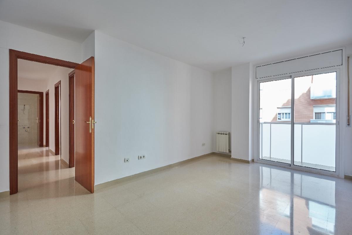 Piso en venta en Barri Gaudí, Reus, Tarragona, Calle Bisbe Grau, 112.000 €, 3 habitaciones, 2 baños, 93 m2