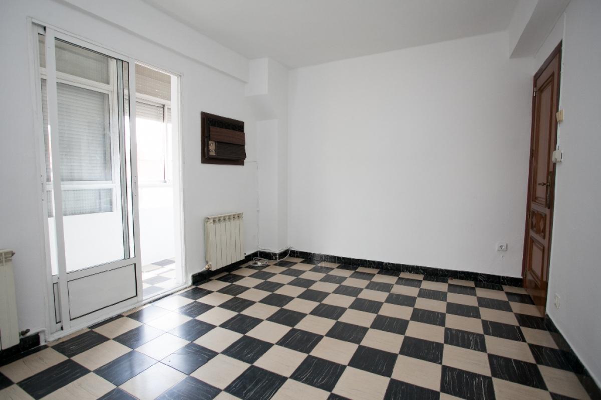 Piso en venta en Arrabal, Zaragoza, Zaragoza, Calle Zalmedina, 109.000 €, 3 habitaciones, 1 baño, 80 m2