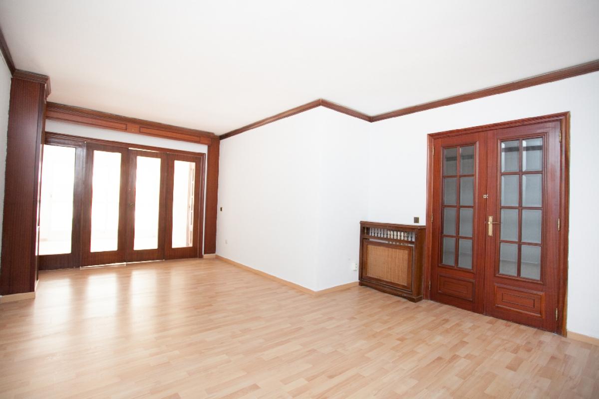Piso en venta en Camp D`esports, Lleida, Lleida, Paseo Gran Passeig Ronda, 126.000 €, 4 habitaciones, 2 baños, 137 m2