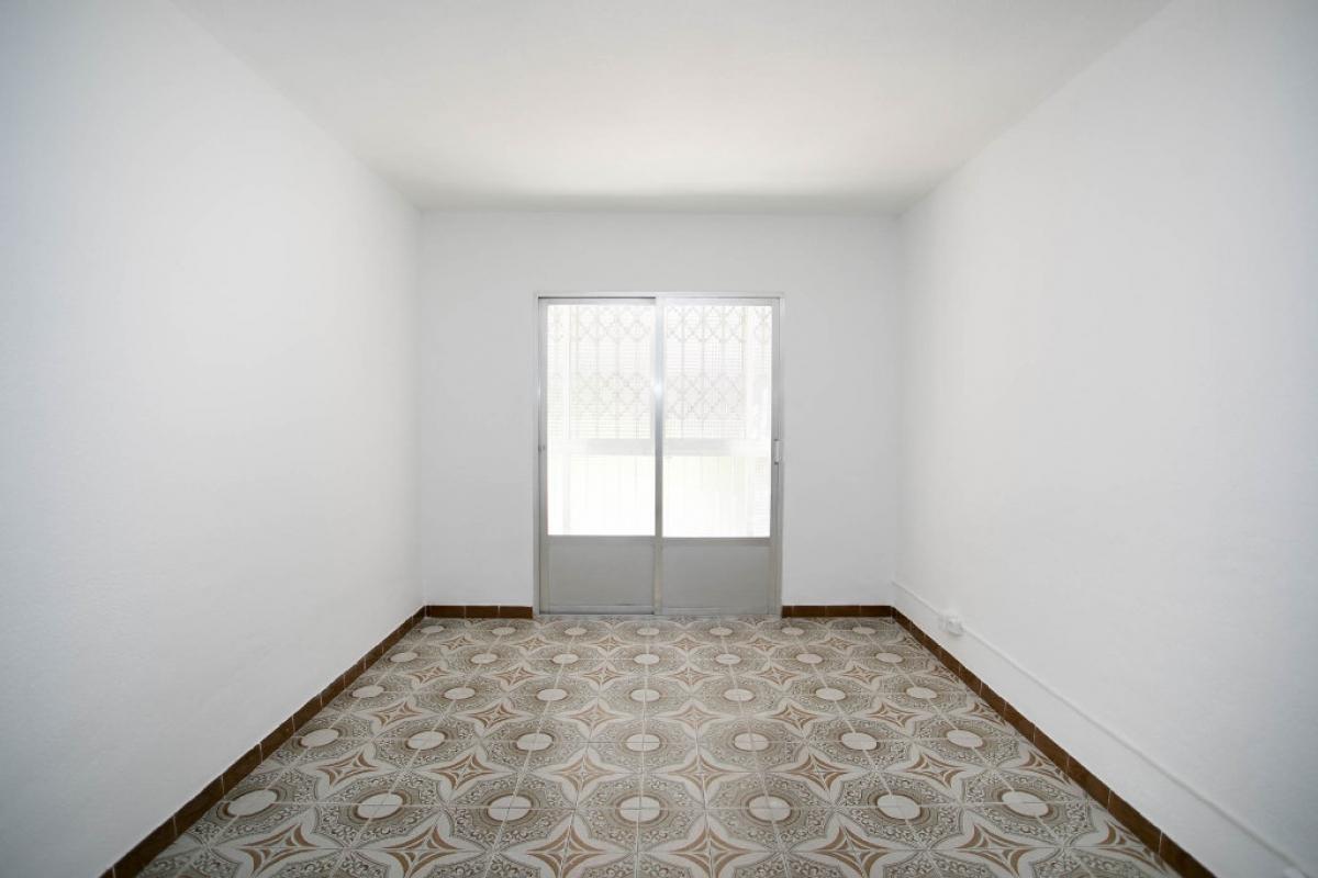 Piso en venta en Villaverde, Madrid, Madrid, Calle Rocafort, 72.000 €, 3 habitaciones, 1 baño, 61 m2
