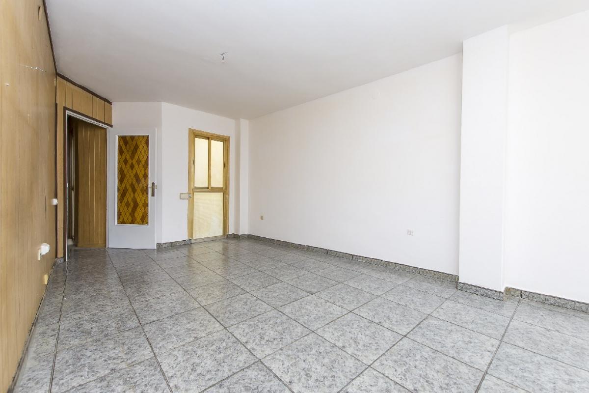 Piso en venta en Terrassa, Barcelona, Avenida Jaume I, 128.000 €, 3 habitaciones, 1 baño, 70 m2