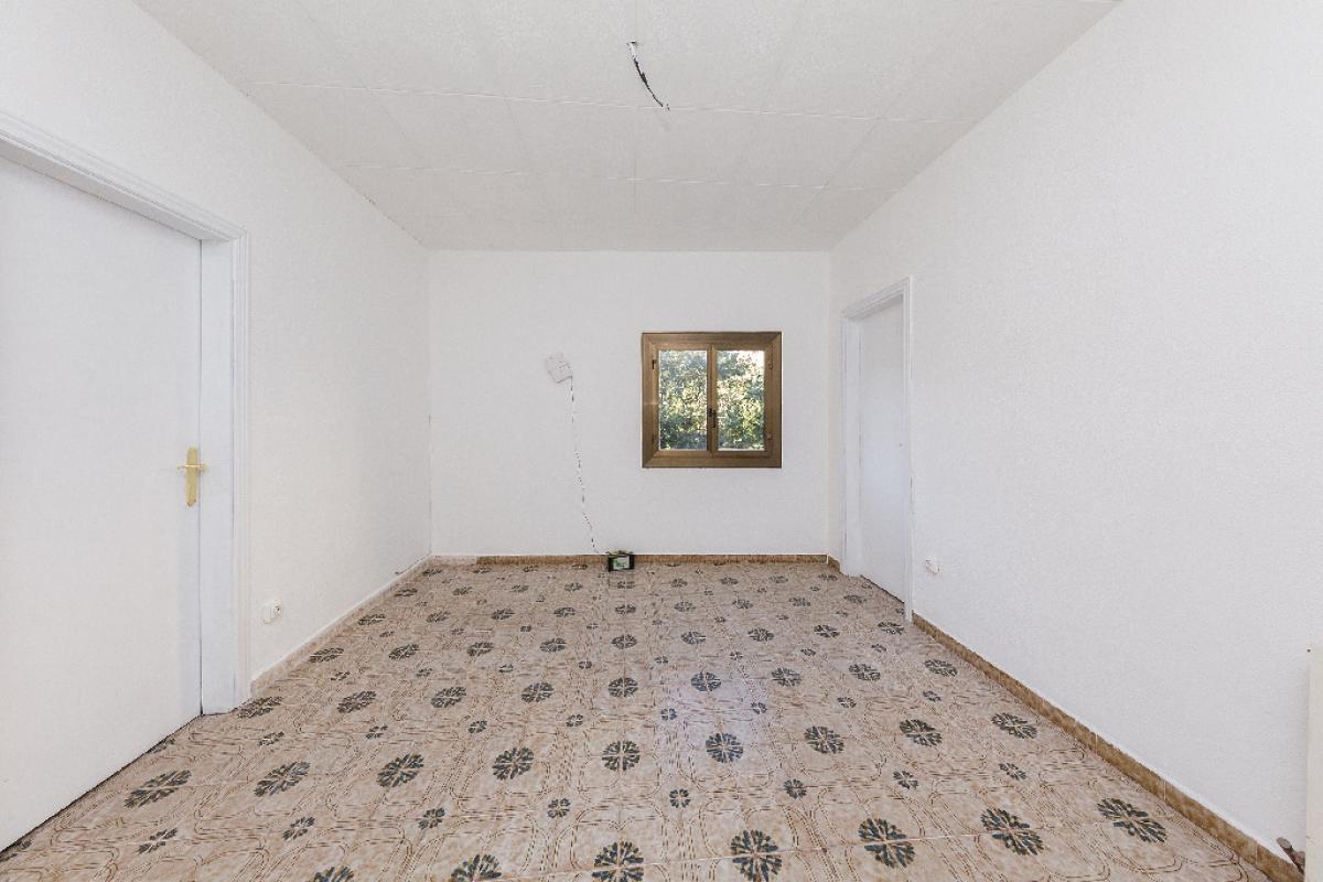 Piso en venta en Barcelona, Barcelona, Calle Beret, 192.000 €, 4 habitaciones, 1 baño, 75 m2