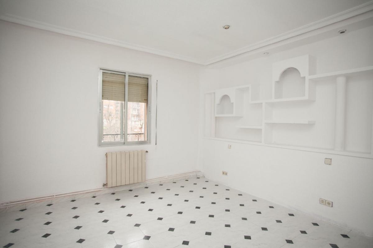 Piso en venta en Madrid, Madrid, Calle Higueras, 178.500 €, 5 habitaciones, 1 baño, 83 m2