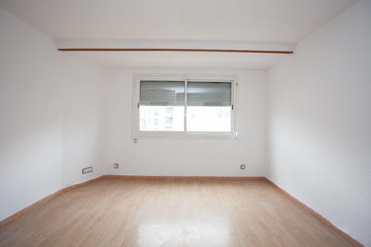 Piso en venta en Sabadell, Barcelona, Calle Miquel Servet, 136.000 €, 3 habitaciones, 1 baño, 72 m2
