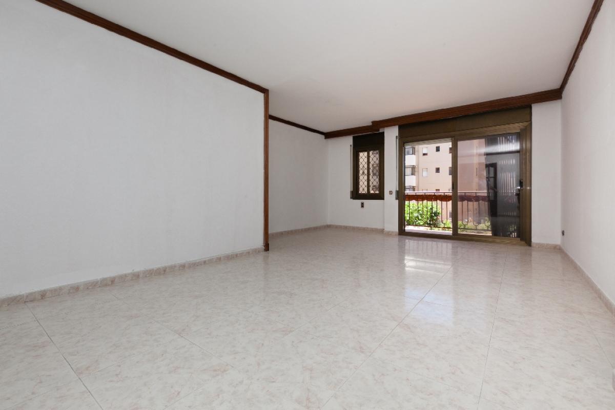 Piso en venta en Vilanova I la Geltrú, Barcelona, Calle Montmell, 263.000 €, 2 habitaciones, 1 baño, 123 m2