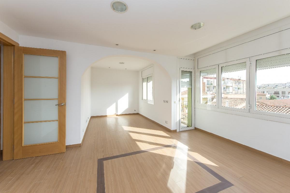 Piso en venta en Sabadell, Barcelona, Calle Paco Mutllo, 164.500 €, 4 habitaciones, 1 baño, 73 m2