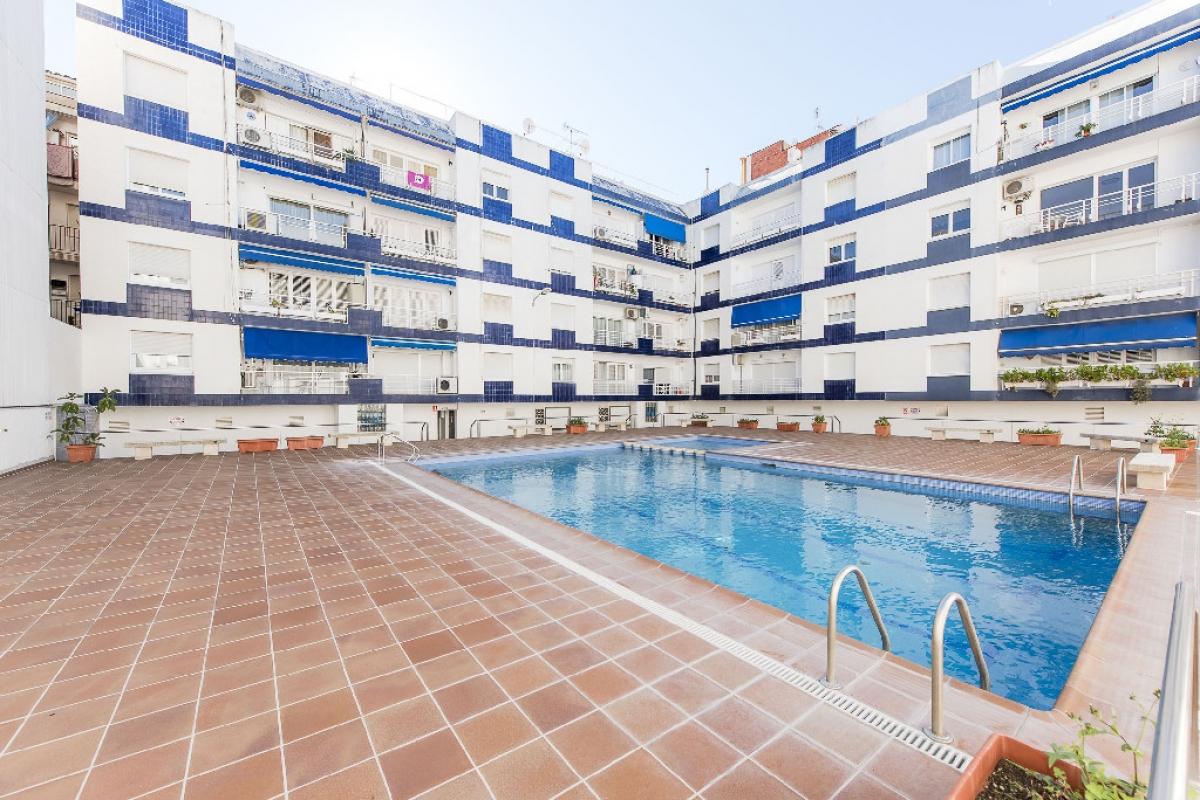 Piso en venta en Pineda de Mar, Barcelona, Calle Progres, 217.000 €, 4 habitaciones, 2 baños, 144 m2