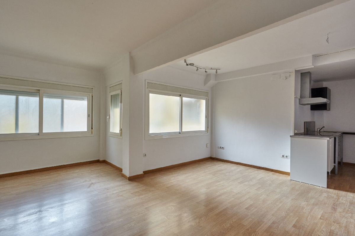 Piso en venta en Barcelona, Barcelona, Calle Sant Dalmir, 112.000 €, 1 habitación, 1 baño, 43 m2