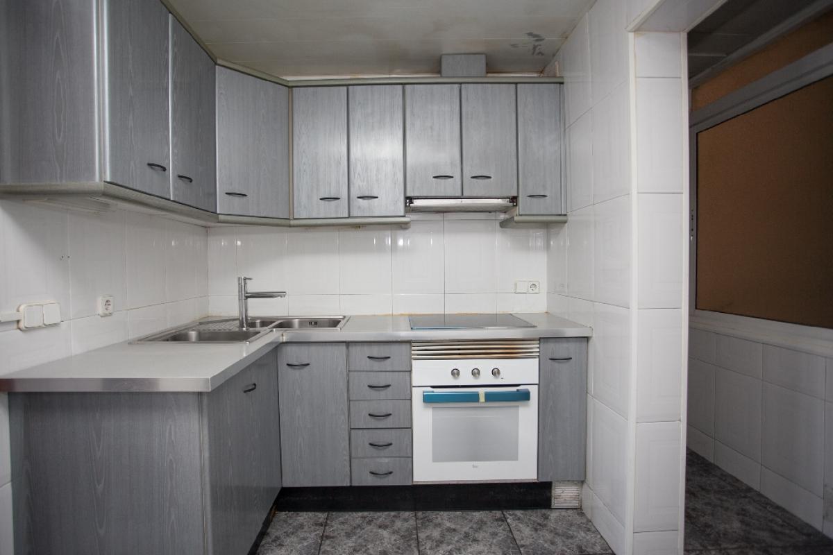 Piso en venta en Barcelona, Barcelona, Avenida Meridiana, 191.500 €, 3 habitaciones, 1 baño, 75 m2