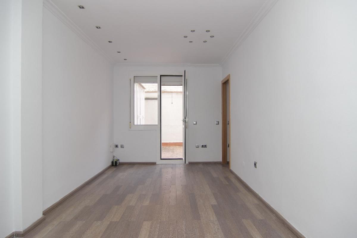 Piso en venta en Barcelona, Barcelona, Calle Comandant Benitez, 358.000 €, 4 habitaciones, 1 baño, 77 m2