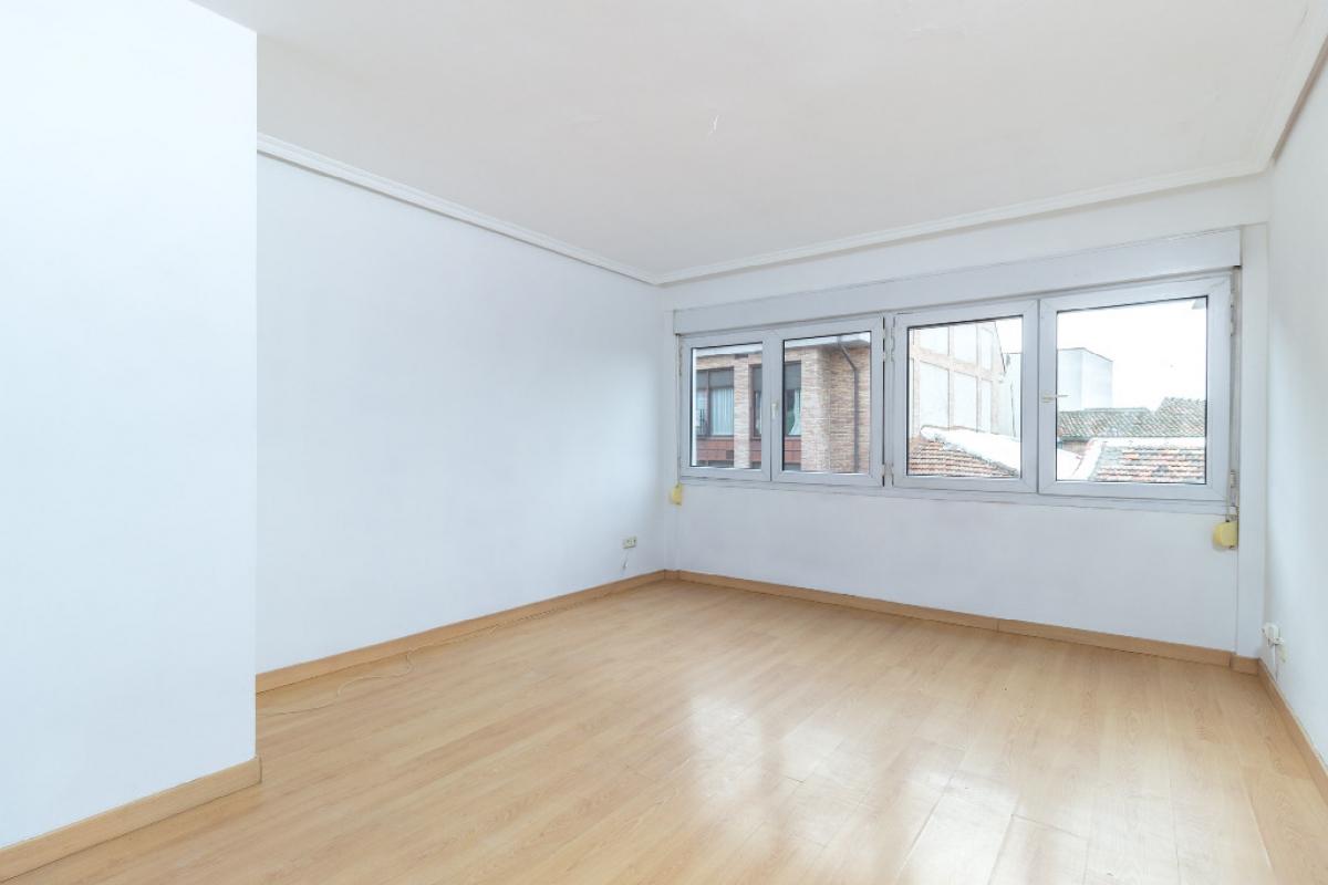 Piso en venta en Pozuelo de Alarcón, Madrid, Calle Luis Bejar, 253.000 €, 2 habitaciones, 1 baño, 90 m2