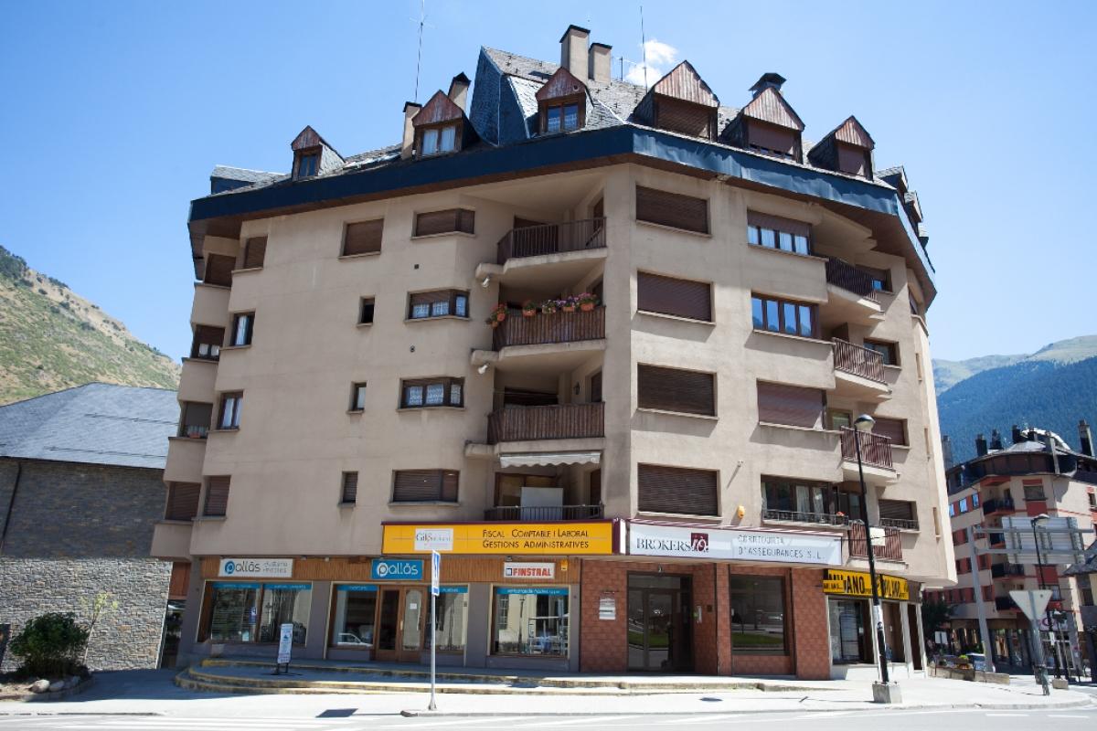 Piso en venta en Vielha E Mijaran, Lleida, Calle Baile Calbeto Barra, 147.000 €, 3 habitaciones, 1 baño, 82 m2
