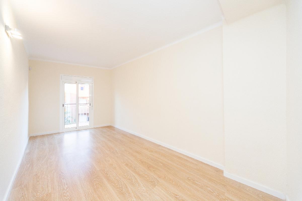 Piso en venta en Barcelona, Barcelona, Calle Argullos, 247.000 €, 3 habitaciones, 1 baño, 77 m2