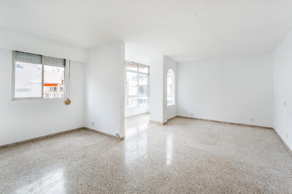 Piso en venta en Palma de Mallorca, Baleares, Calle Joan Crespi, 300.000 €, 5 habitaciones, 3 baños, 143 m2
