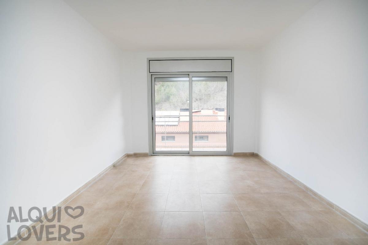 Piso en venta en Ripoll, Girona, Calle Josep Maria Pellicer, 90.500 €, 2 habitaciones, 2 baños, 73 m2