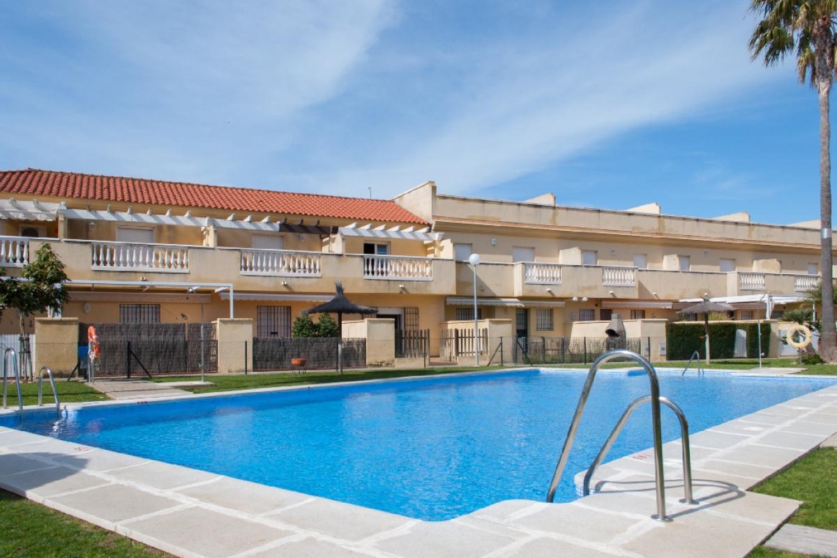 Casa en venta en Rota, Cádiz, Calle Dalia, 164.500 €, 2 habitaciones, 2 baños, 95 m2