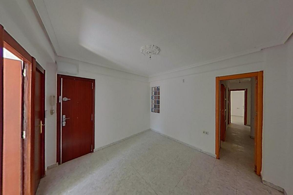 Piso en venta en Elche/elx, Alicante, Calle Gines García Esquitino, 58.500 €, 3 habitaciones, 1 baño, 78 m2