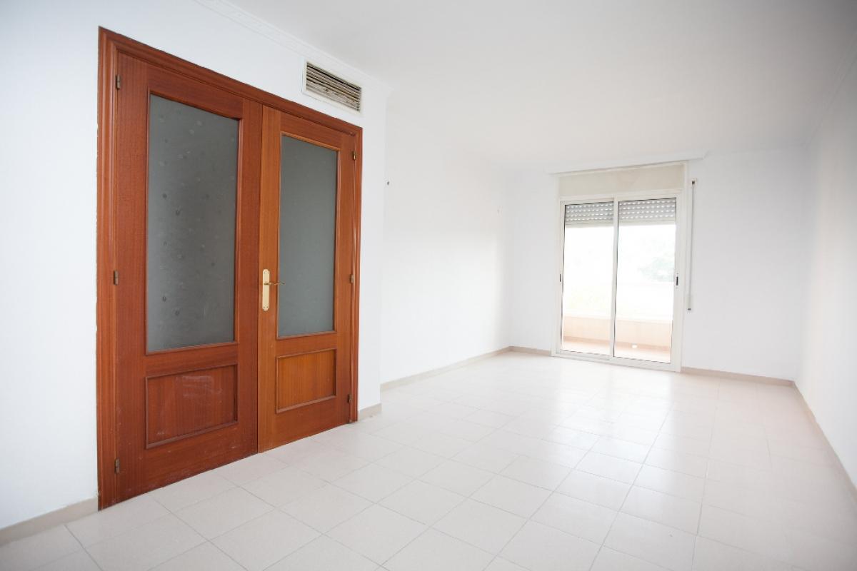Piso en venta en Reus, Tarragona, Calle Menchu, 111.000 €, 3 habitaciones, 2 baños, 101 m2